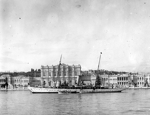 NH 108722:  USS Scorpion (PY-3), before Sultan's Palace in Constantinople, Turkey.   NHHC Photograph Collection.