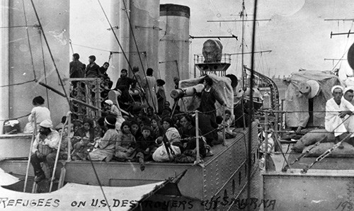 NH 85298:   Refugees on board USS Edsall (DD-219) during the evacuation of Smyrna after its capture by the Turkish Army.  NHHC Photograph Collection.