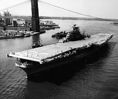 80-G-626628:  USS Antietam (CVA 36) passes under Brooklyn Bridge on way to Brooklyn Navy Yard, New York City, New York. Photographed August 3, 1953.  U.S. Navy photograph, now in the collections of the National Archives.