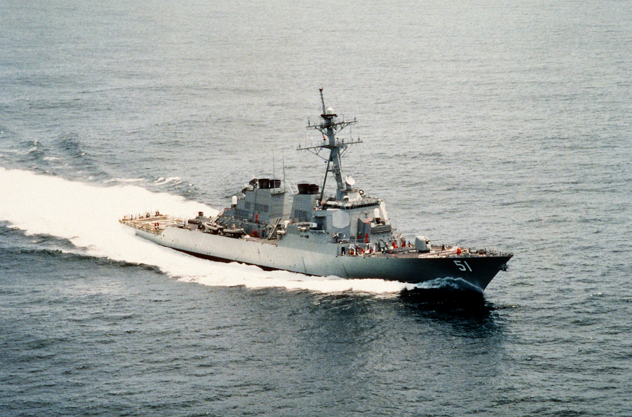 330-CFD-DN-SC-92-01472:   USS Arleigh Burke (DDG-51), 1991.   Starboard bow view of the guided-missile destroyer underway off the Virginia Capes, Atlantic Ocean, July 19, 1991.   Photographed by PHAN Vann.   Official U.S. Navy Photograph, now in the collections of the National Archives.