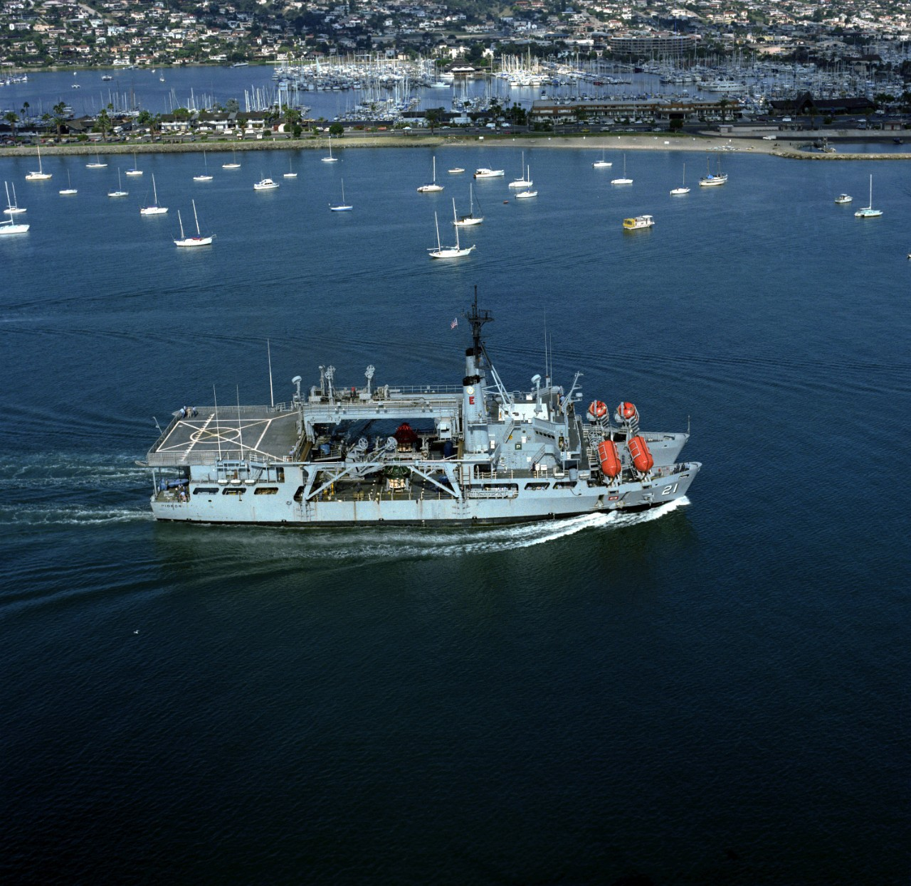 330-CFD-DN-SC-05-06689:   USS Pigeon (ASR-21), 1986.   Aerial starboard view of the US Navy submarine rescue ship, which serves as a surface support ship for deep submergence rescue vehicles (DSRVs) during submarine rescue operations.   Photographed by PH3 Petty, October 17, 1986.  Official U.S. Navy Photograph, now in the collections of the National Archives.
