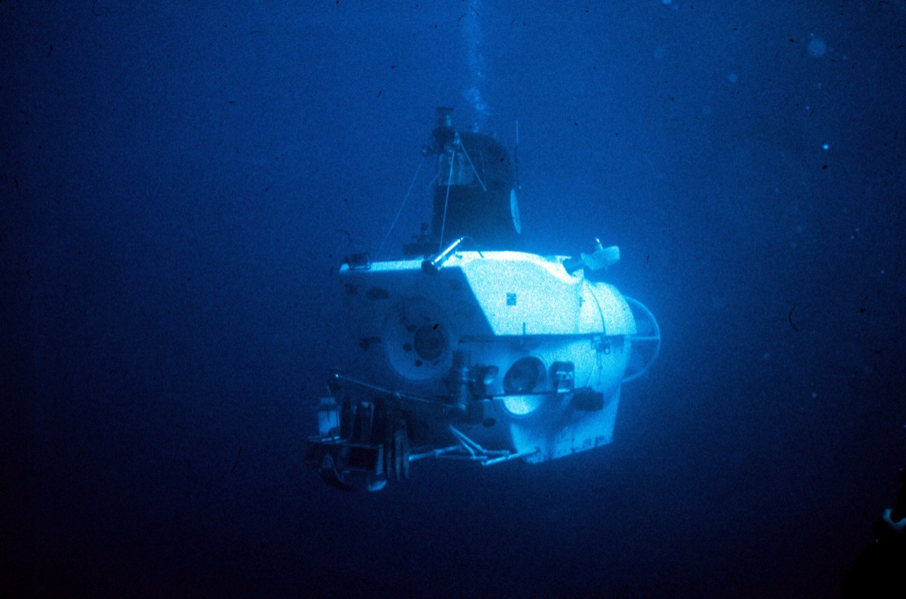 NUR 07550:   DSV Alvin, exploring hydrothermal vents, August 1978.  Courtesy of the National Oceanic and Atmospheric Administration.