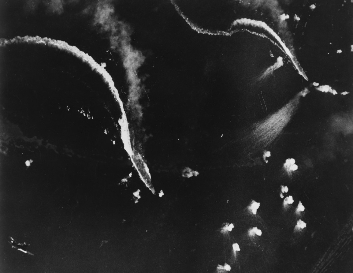 Photo #: 80-G-281767  Battle off Cape Engano, 25 October 1944