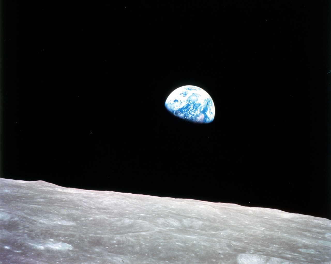 Apollo 8 Crew Show Pictures of Earth and Moon from Spacecraft