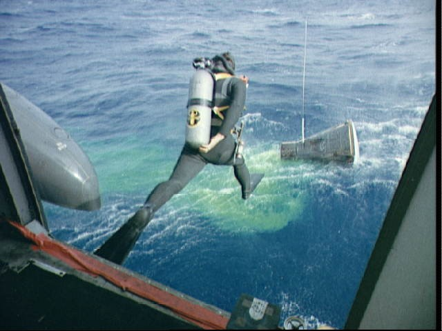 Navy frogman leaps from helicopter to assist in the Gemini 12 recovery