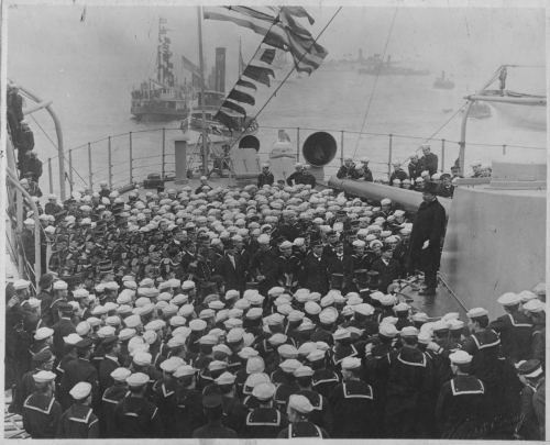 NH 1836: President Theodore Roosevelt addresses Sailors at the end of the fleet's voyage.
