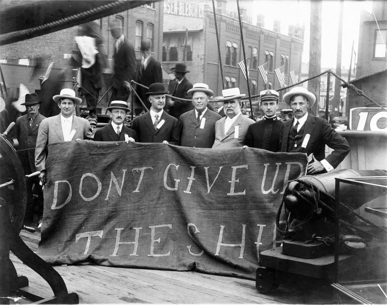 "USS Niagra (1813-1816) ""Don't Give Up The Ship"" banner."