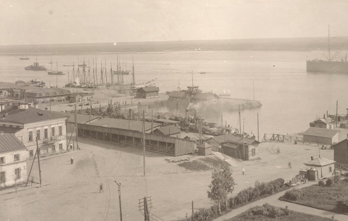 <p>First plate of panorama of the Dvina riverfront in Archangel, Russia, in July 1919, one year after the Allies' arrival. The view is upstream in the direction of Smolney Docks and Bakharitza. Image 111-SC-62504, courtesy of the National Archives. </p>
