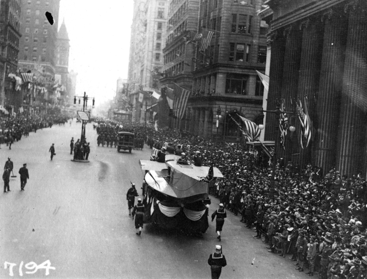 Photo #: NH 41730  Liberty Loan Parade at Philadelphia, Pennsylvania, 28 September 1918