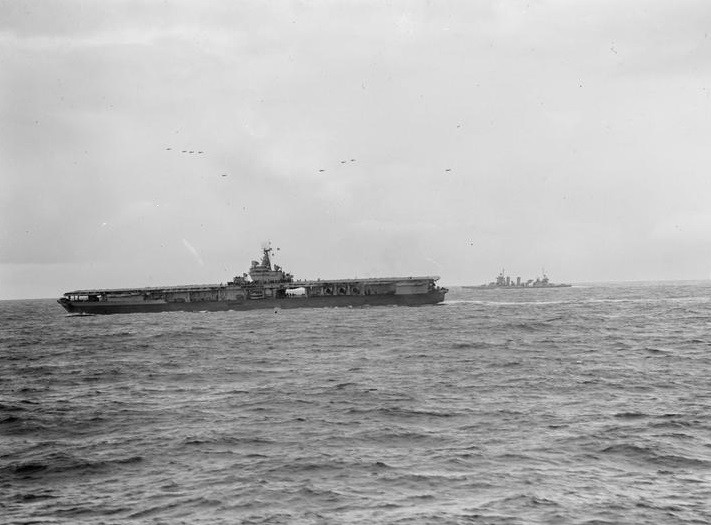 USS Ranger (CV-4) and HMS Belfast during Operation Leader, October 1943 (c) IWM (A 19598)