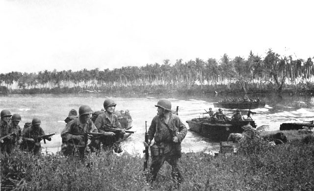 Los Negros landing, 29 February 1944 - U.S. Army troops landing on shore