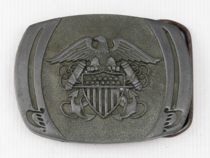<p>Insignia for Officer US Navy with two cutlasses belt buckle obverse</p>