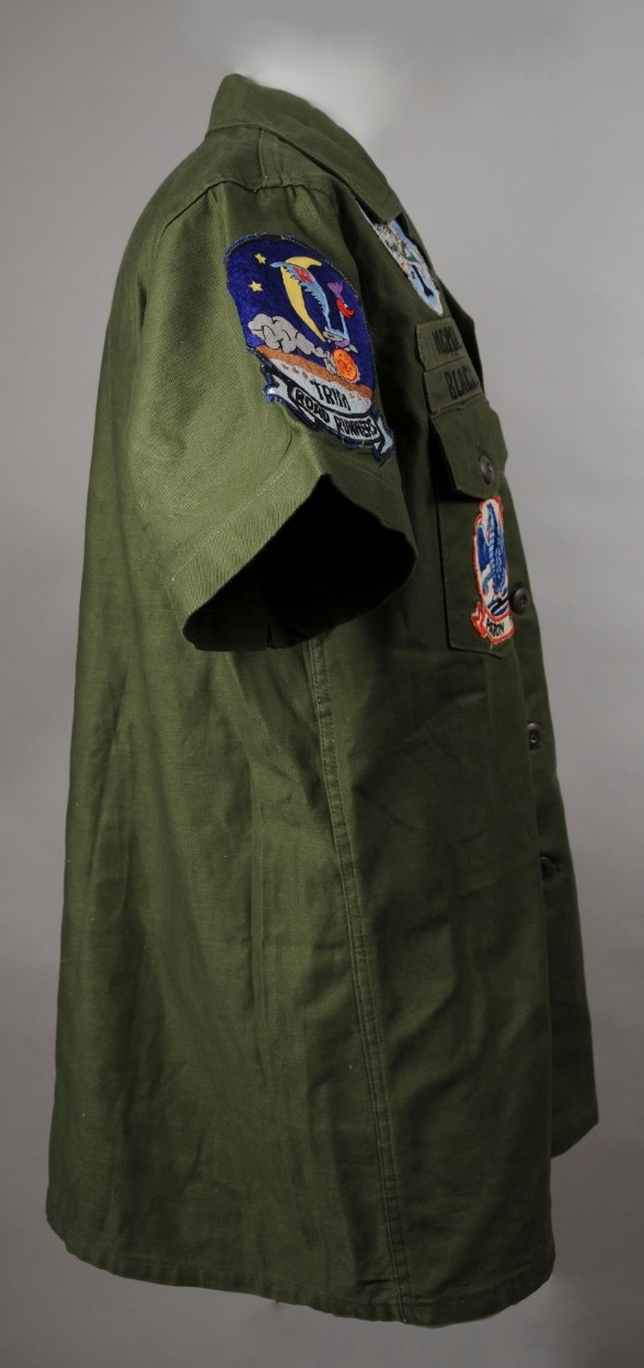 <p>Uniform top, MCPON Delbert Black Right Side View&nbsp;</p>