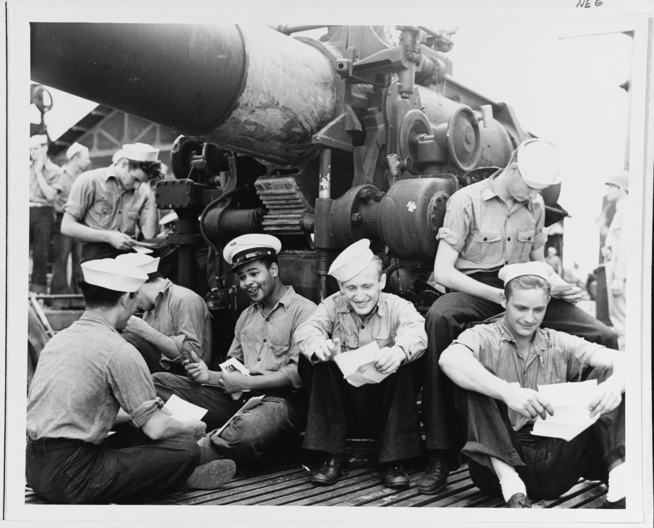 Photo #: 80-G-11741  USS Argonaut (SM-1)