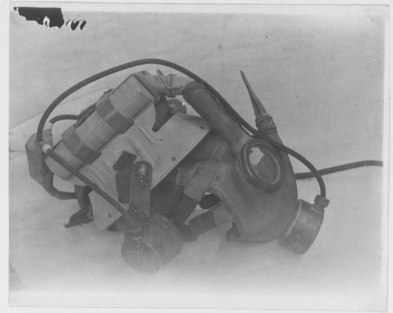 NH 123830 Gas Masks, U S  Navy  Mark II with Mississippi