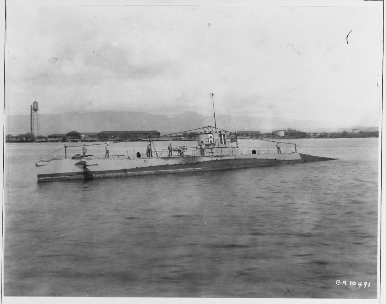 Photo #: NH 41853  USS R-1