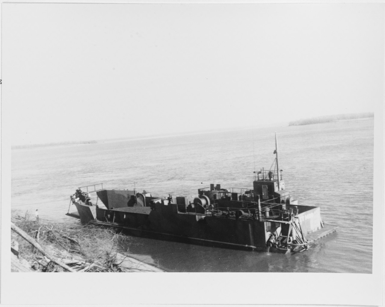 USS LCT-1400 off Island 35, just below Reverie, Tennessee, November 23, 1944