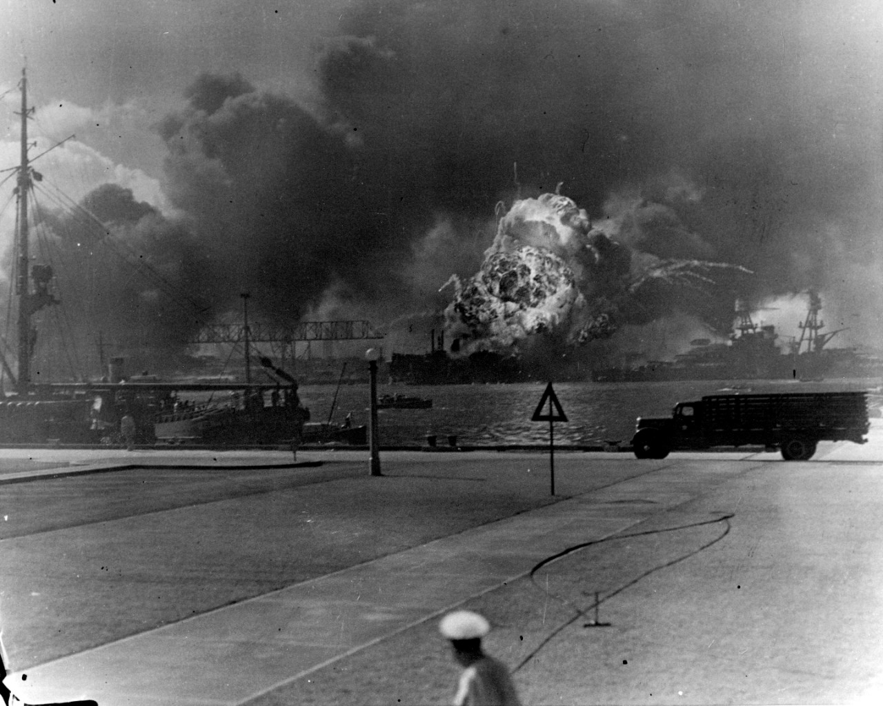 The History Place - World War II in Europe Timeline ... |World War 2 Bombing Of Pearl Harbor