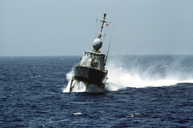 Aries making a foil-borne high speed turn during operation UNITAS XXVI 1985. (U.S. Navy Photograph DN-ST-85-08191).