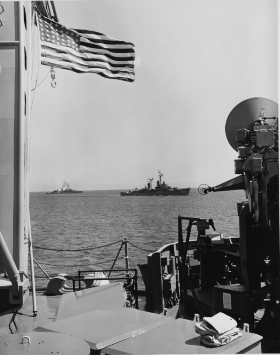 USS Barry (DD-933) and USS Wadleigh (DD-689)