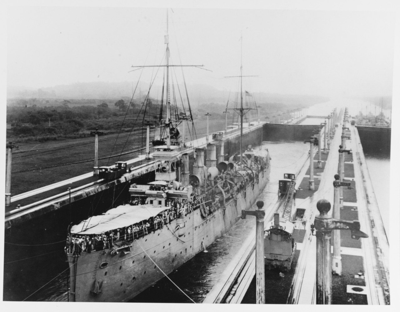 Birmingham glides through the Middle West Chamber of the Gatun Locks while the Pacific Fleet passes through the Panama Canal, 24 July 1919. (Naval History and Heritage Command Photograph NH 75717)