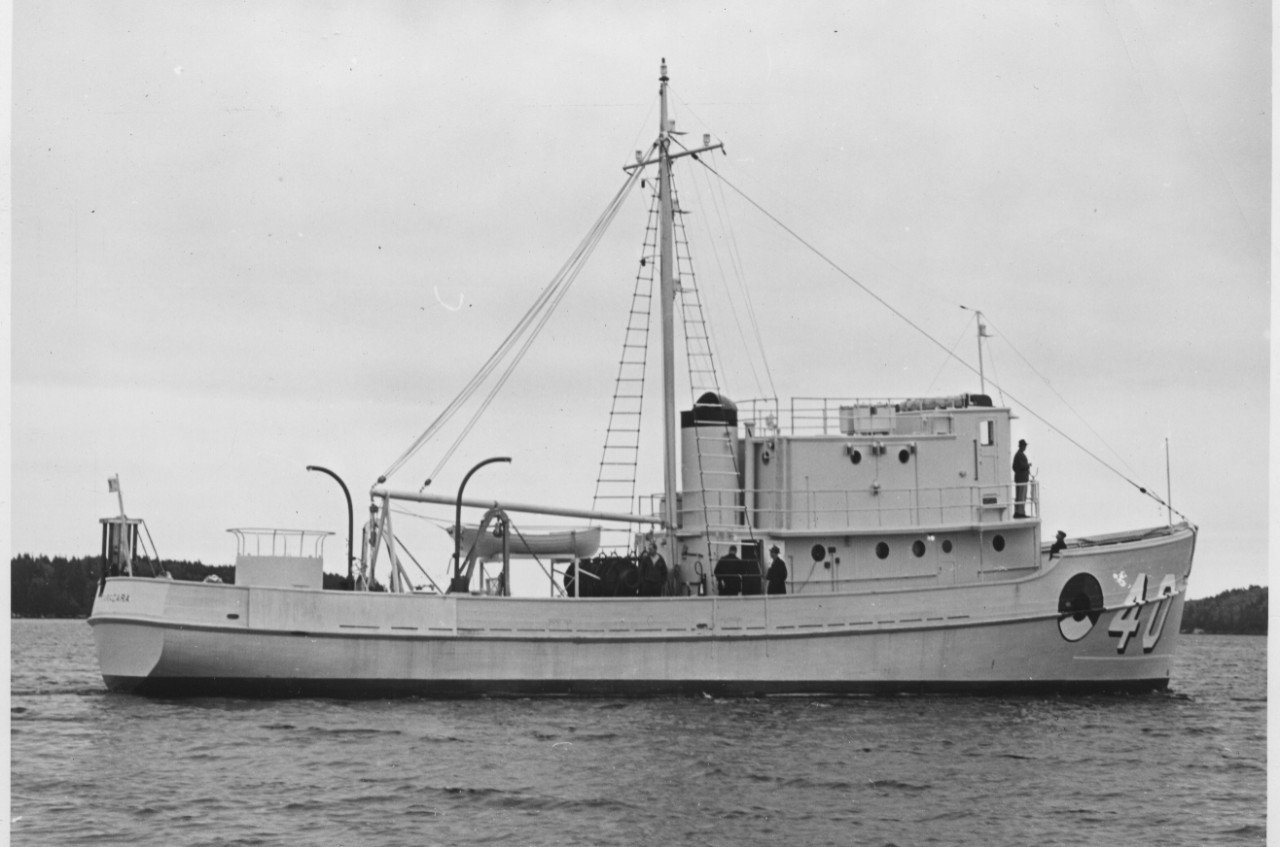 Caracara off South Bristol, Maine, 7 October 1941, painted in No. 5 Navy Gray with her identification number, 40, on her bow, with the pre-war red/white/blue/black minecraft insignia. (U.S. Navy Bureau of Ships Photograph 19-LCM-25565, National Archives and Records Administration, Still Pictures Division, College Park, Md.)