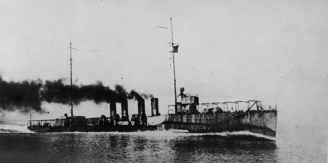 Downes running builder's trials, circa 1914. (Naval History and Heritage Command Photograph NH 92951)