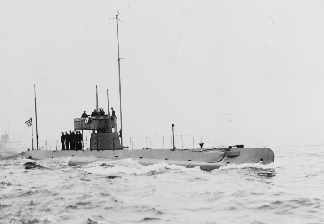 E-1 underway in New York Harbor during the naval review on 14 October 1912. (Naval History and Heritage Command Photograph NH 41946)