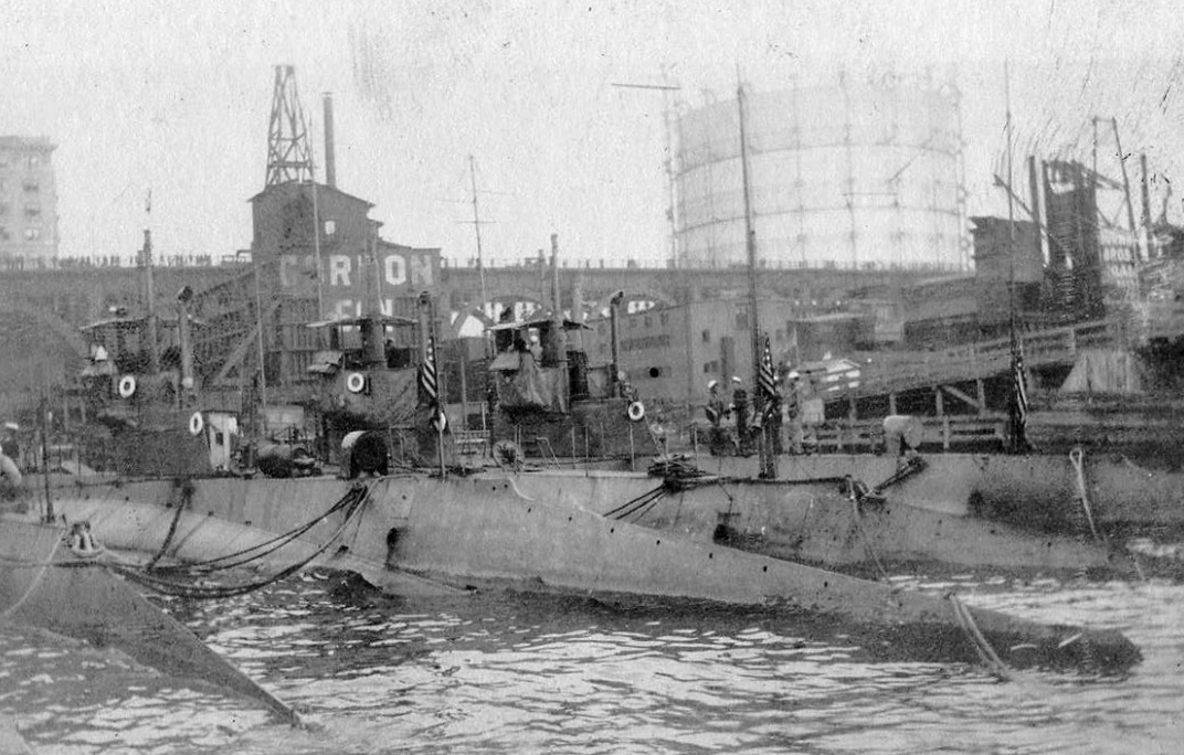 Submarines K-6, K-2, K-5, and K-1 at the 135th Street Pier, New York, N.Y., 1915. (Naval History and Heritage Command NH 2014.55.01)
