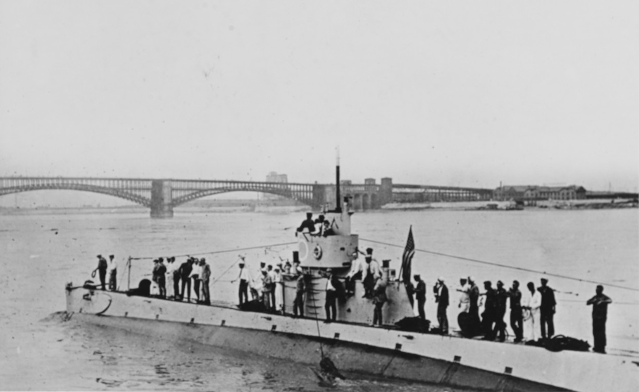 K-5 taking a party of St. Louis businessmen down for a dive in the Mississippi River, 1919. (Naval History and Heritage Command Photograph NH 52378)