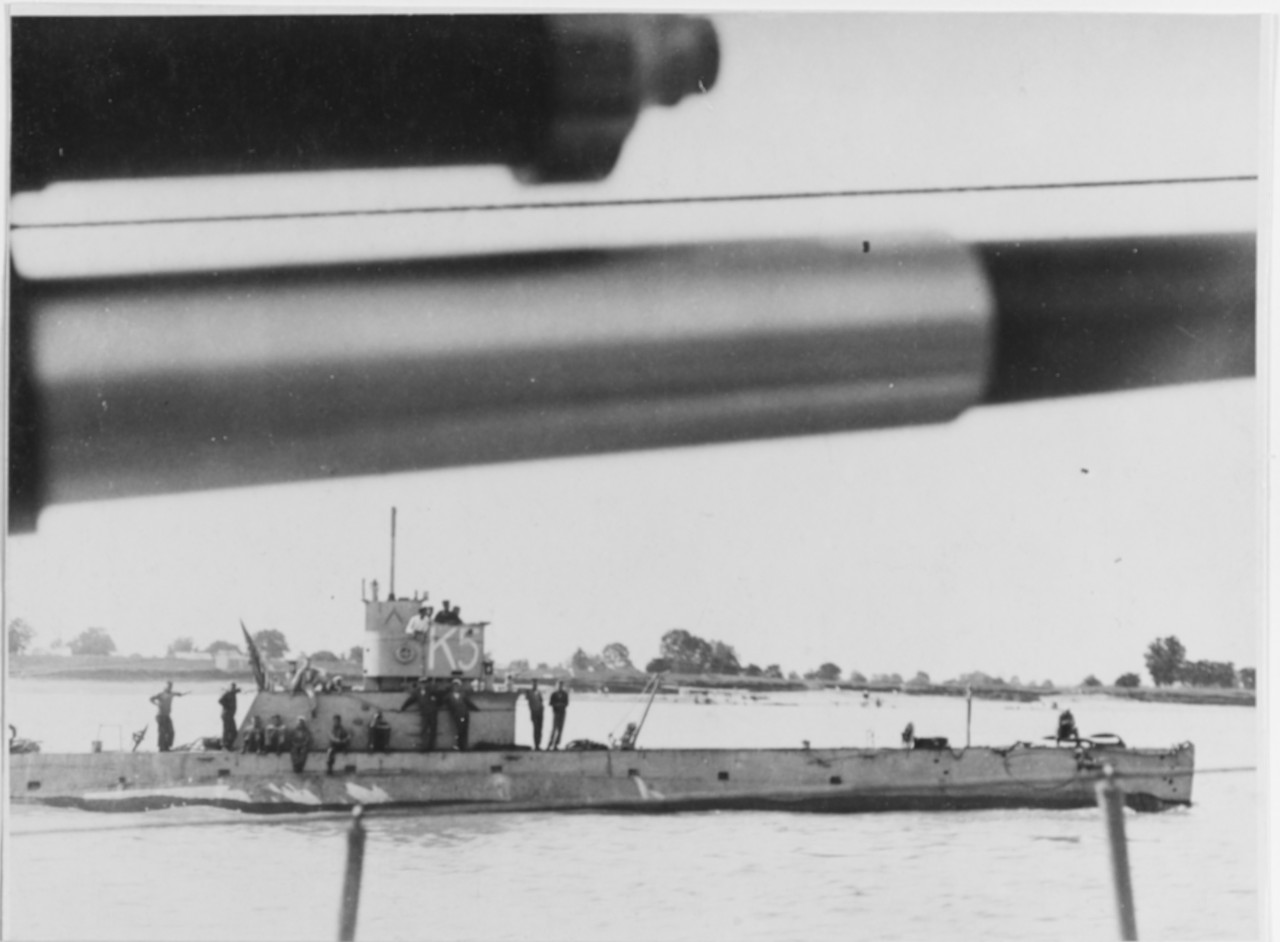 K-5 underway on the Mississippi River, 1919, with crewmen relaxing on deck. Photographed from an escorting Navy ship. (Naval History and Heritage Command Photograph NH 52386)