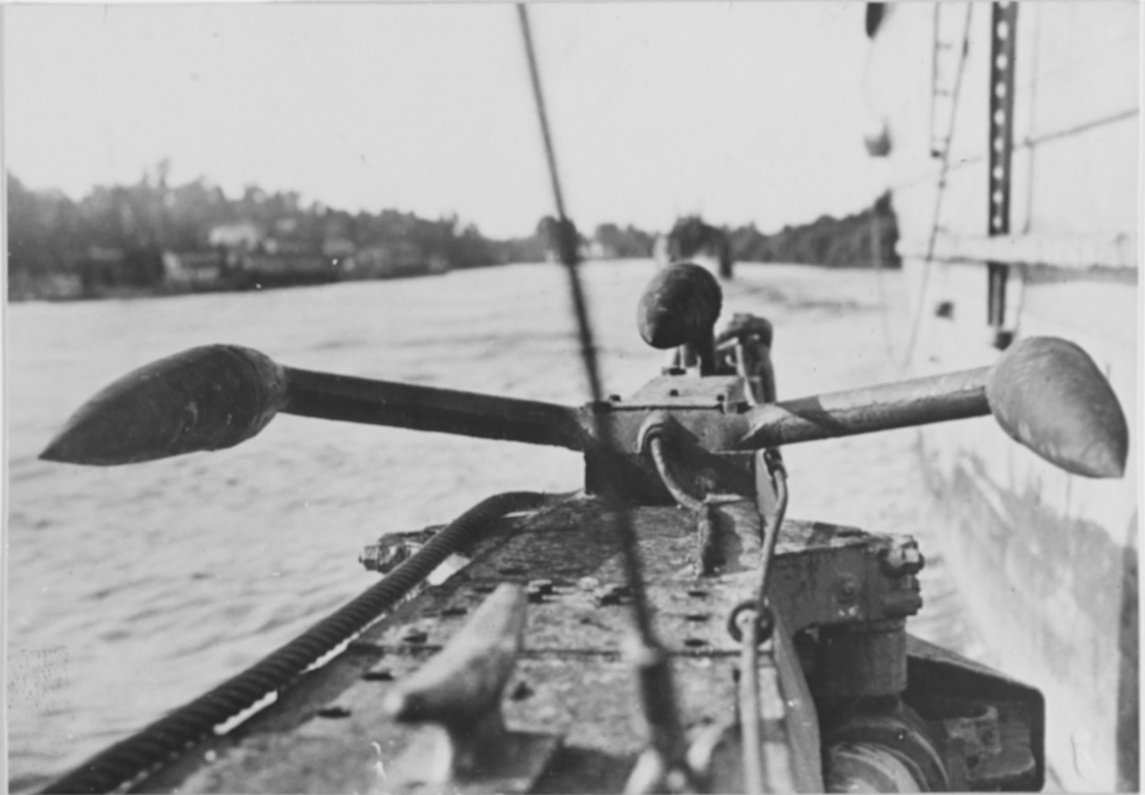 K-5's Y-Tube hydrophone mounted on the bow, 1919. (Naval History and Heritage Command Photograph NH 52379)