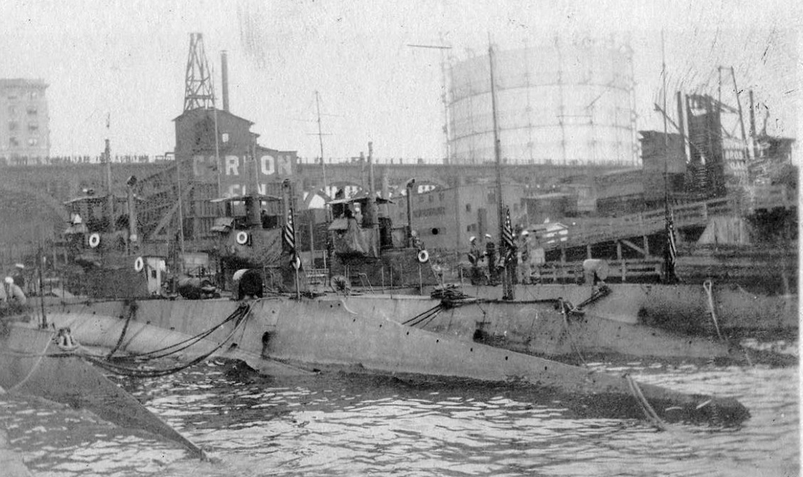 K-6, K-2 (Submarine No. 33), K-5 (Submarine No. 36), and K-1 (Submarine No. 32) at the 135th Street Pier, New York, N.Y., 1915. (Naval History and Heritage Command NH 2014.55.01)