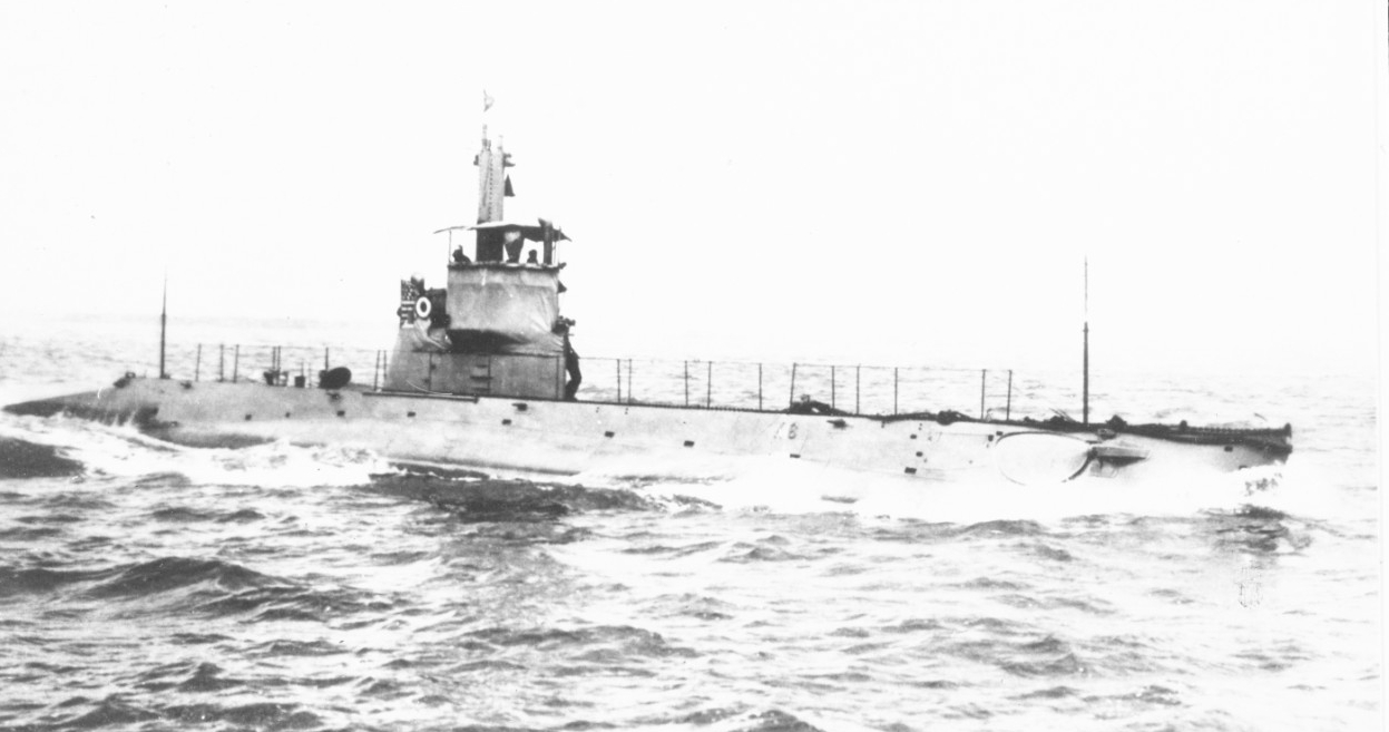 K-6 coming alongside Margaret at Horta, Fayal, Azores, in December 1917. (Photographed by Raymond D. Borden, Naval History and Heritage Command Photograph NH 52391)