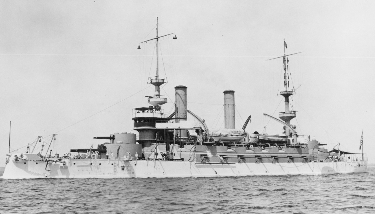 Kearsarge underway, circa 1898–1901. She is painted white from her main and lower decks down, but her paint scheme changes when she visits Europe in 1903, when the main deck and up display a buff color. (U.S. Navy Photograph NH 52036, Naval History and Heritage Command)