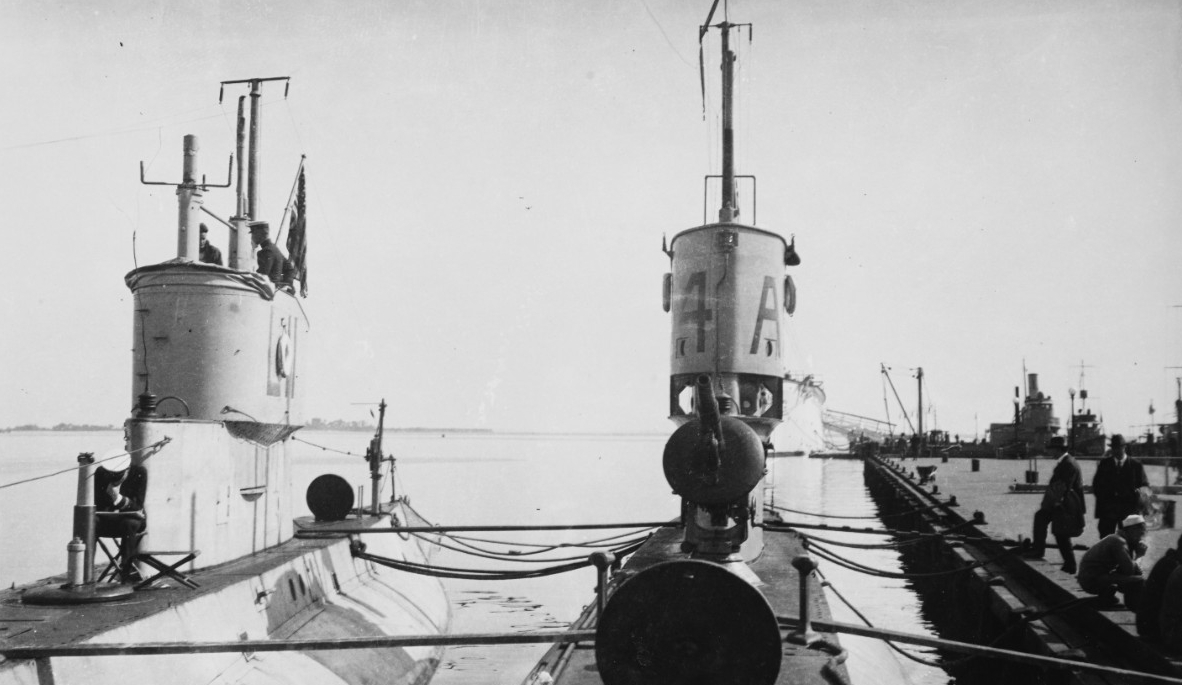 L-11, at left, and L-4 (Submarine No. 43) At the U.S. Naval Academy, Annapolis, Md., circa 1919. Note these submarines' 3-inch/23 deck guns, located just forward of their fairwaters. L-11's is retracted, while that of L-4 is in operating position. Collection of Rear Admiral Harold F. Pullen, USN. Loaned via Capt. Paul B. Ryan, USN (Retired), 1977. (Naval History and Heritage Command Photograph NH 103253)