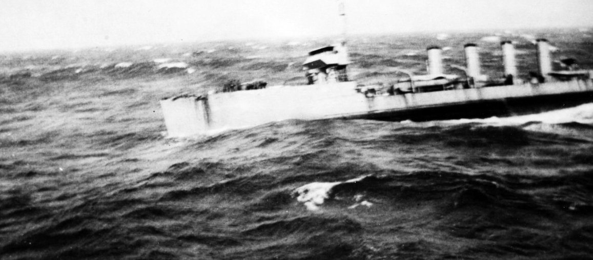 McCall (Destroyer No. 28) approaches Maumee to refuel in an Atlantic gale, 22 September 1917. (Naval History and Heritage Command Photograph NH 93096)
