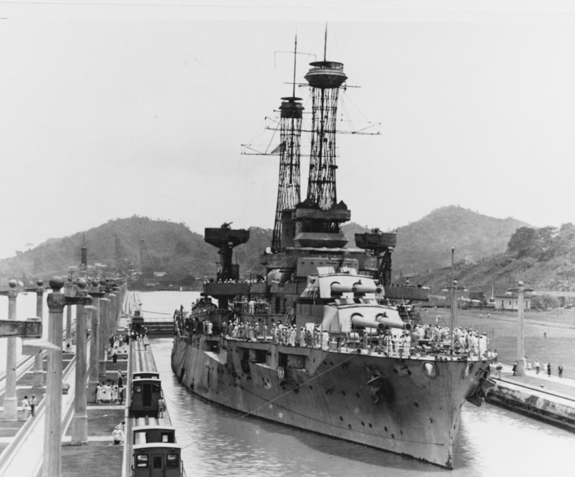 New York in the east chamber, Pedro Miguel Lock, during the passage of the Pacific Fleet through the Panama Canal, 26 July 1919. (Naval History and Heritage Command Photograph NH 75721)