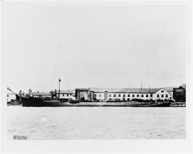Roe in port, circa 1910-1915. (Naval History and Heritage Command Photograph NH 43764)