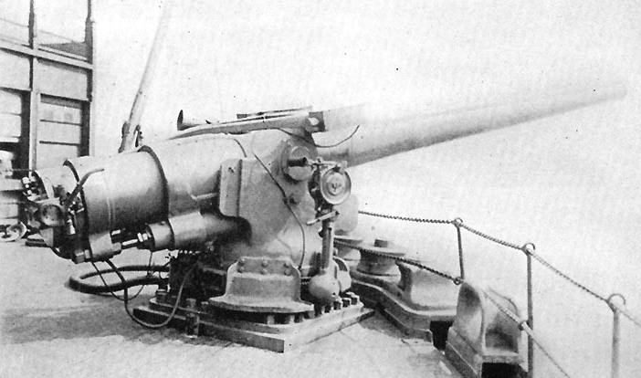 Halftone reproduction of a photograph of one of Von Steuben's after 5-inch/51 guns, taken circa 1918. (Naval History and Heritage Command Photograph NH 103967)