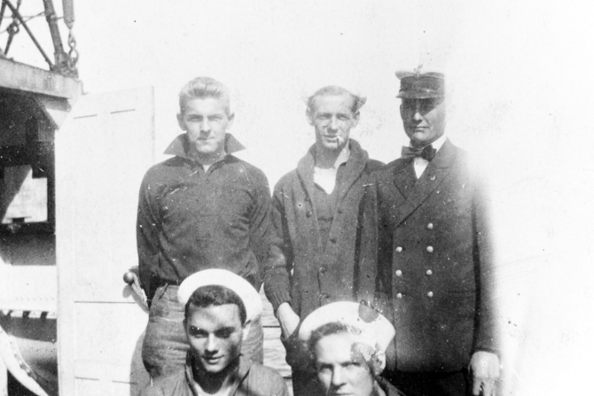 Ship's radio crew during World War I. Courtesy of Mr. Gustavus C. Robbins, Somerville, Mass. 1973. (Naval History and Heritage Command Photograph NH 77155)