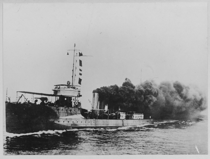 Warrington underway, no date (Naval History and Heritage Command Photograph NH 61894)