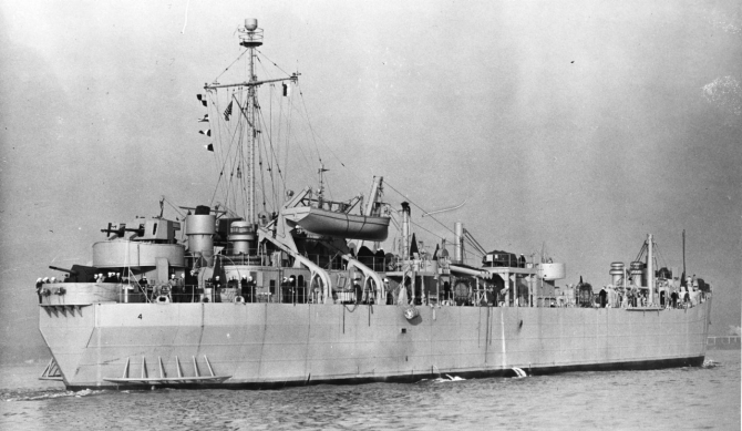 12_12_2015 19LCM66069 Zeus off Md DDCo Baltimore MD 18 Apr  44 crop
