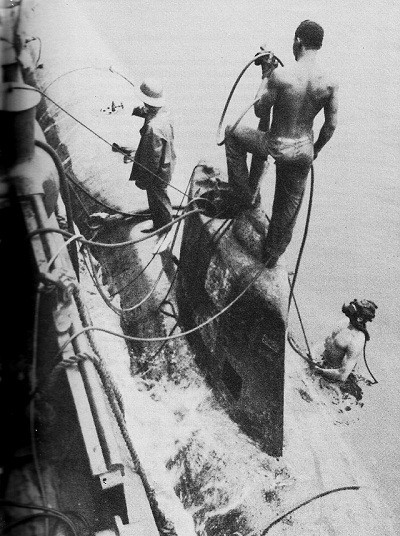 Image of Ortolan raises two-man submarine.
