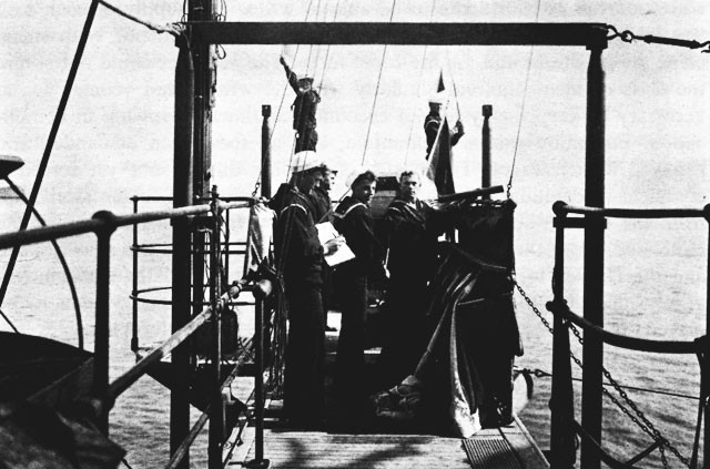 Signal gang on the bridge of the USS St. Louis, 1905