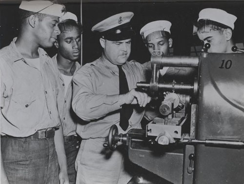 """Machinist's mates school, US Naval Training Station Great Lakes, Illinois: operation of a milling machine."""
