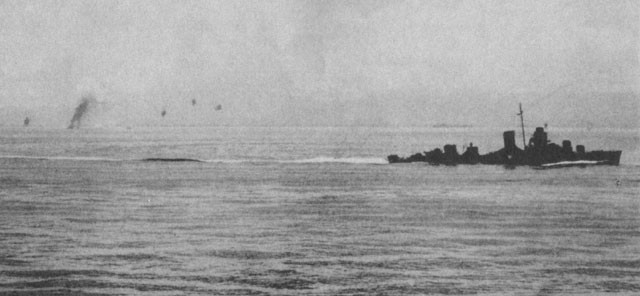Image of 'Destroyer maneuvering during Japanese air attack.'
