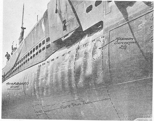 Photo 6-1: TUNNY (SS232). General view of starboard side forward showing deformation in way of single hull and forward trim tank.