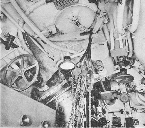 Photo 5-8: KINGFISH (SS234). View showing chain fall rig used for securing leakage around air induction hull flapper valve at frame 92-1/2 in the after engine room.
